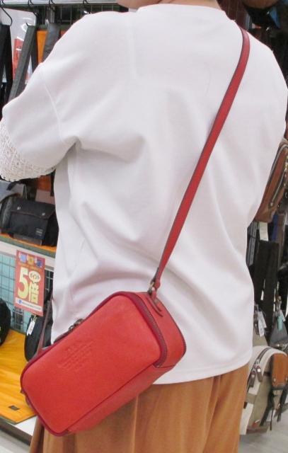 フジタイオン福島店より 夏らしい鮮やかカラー「Dakota」アミューズシリーズ ショルダーバッグ