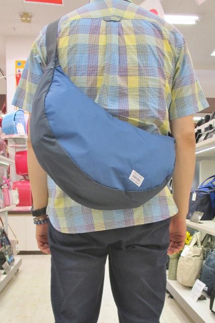 フジタ福島店より 程良い大きさで使いやすい「PORTER」リーフシリーズのムーンバッグ