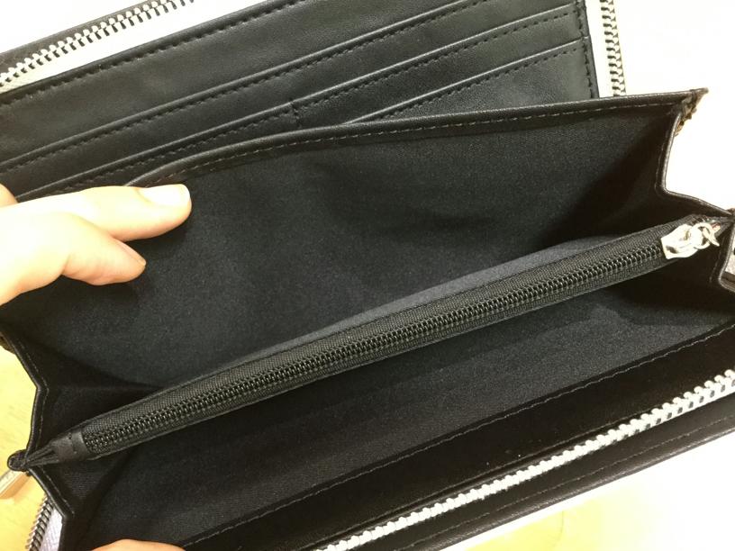 山形フジタ南店より、大人な演出にピッタリ!「EMODA」のシュリンクラウンドファスナー財布をご紹介!
