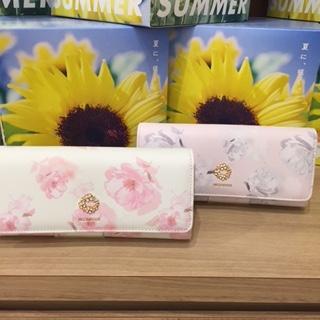 カバンのフジタfiorito天童店より、ふわっとした握り心地に癒されるお財布をご紹介!