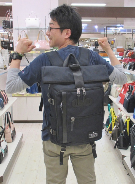 フジタ福島店より 通学や通勤最適「MAKAVELIC」ロールトップリュック