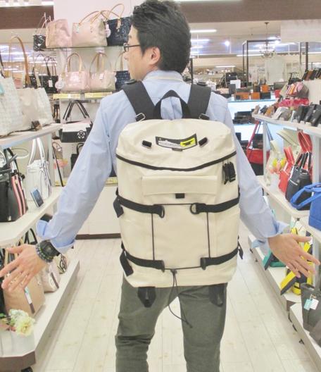 フジタ福島店より 通学鞄にオススメ!「マウンテンスミス」教科書楽々収納!筒型リュック