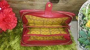 山形カバンのフジタ南店よりパワーup運気up‼「赤」の秘密を持つお財布をご紹介