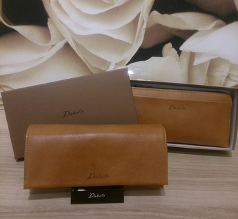 イオンモール天童FioritoFUJITAより安心の日本製♩「Dakota」2つ折り財布♡