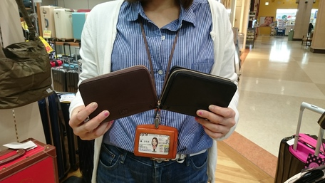 山形カバンのフジタ南店より、ポケットにもラクラク!「Lee」ミニファスナー財布!!